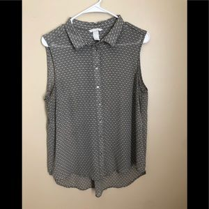 H&M's Sleeveless blouse no missing buttons no hole